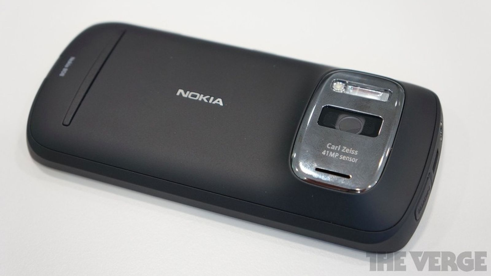 Nokia details history of 41-megapixel 808 PureView, image ...