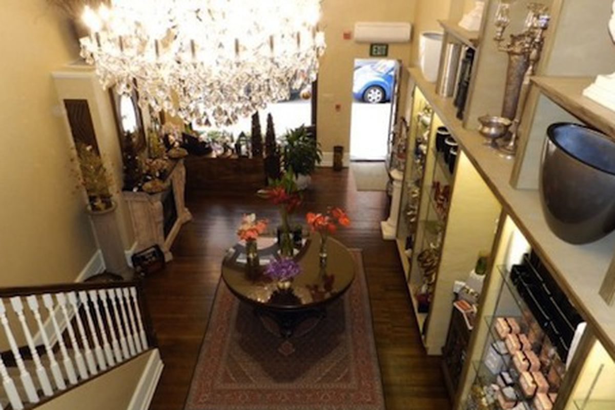 """The former Nature's Gallery Florist at 21st and Walnut. Image credit: <a href=""""http://nakedphilly.com/rittenhouse/prominent-vacant-walnut-street-corner-waiting-for-the-right-tenant/"""">NakedPhilly</a>"""