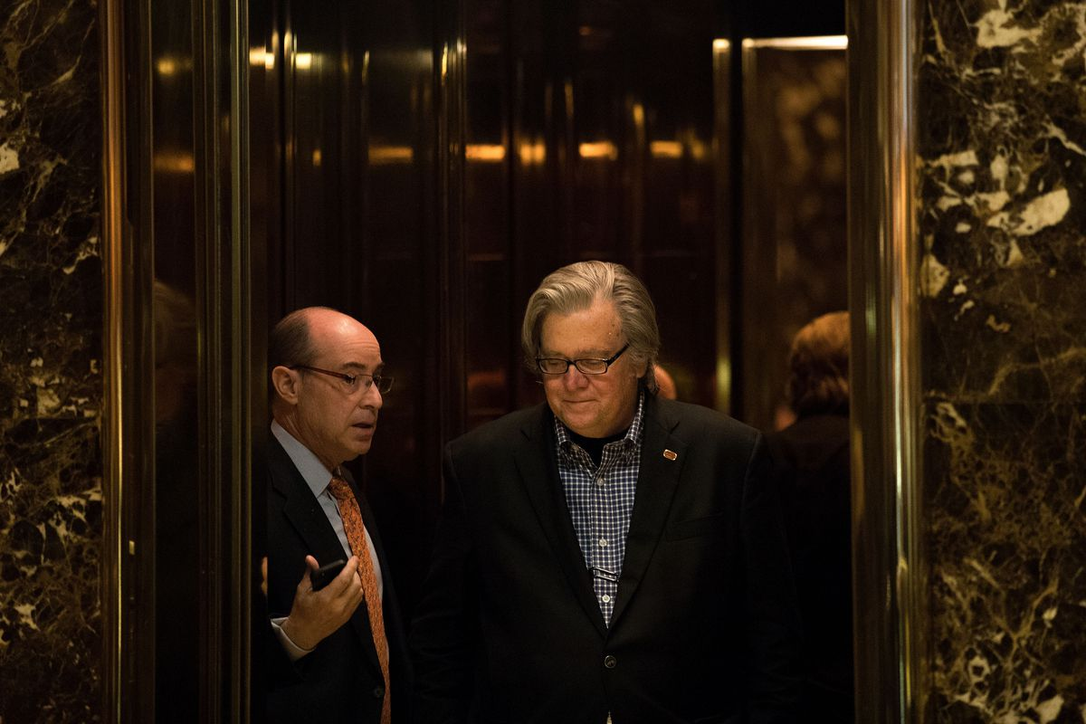 Trump chooses Breitbart News boss Stephen Bannon to be his chief