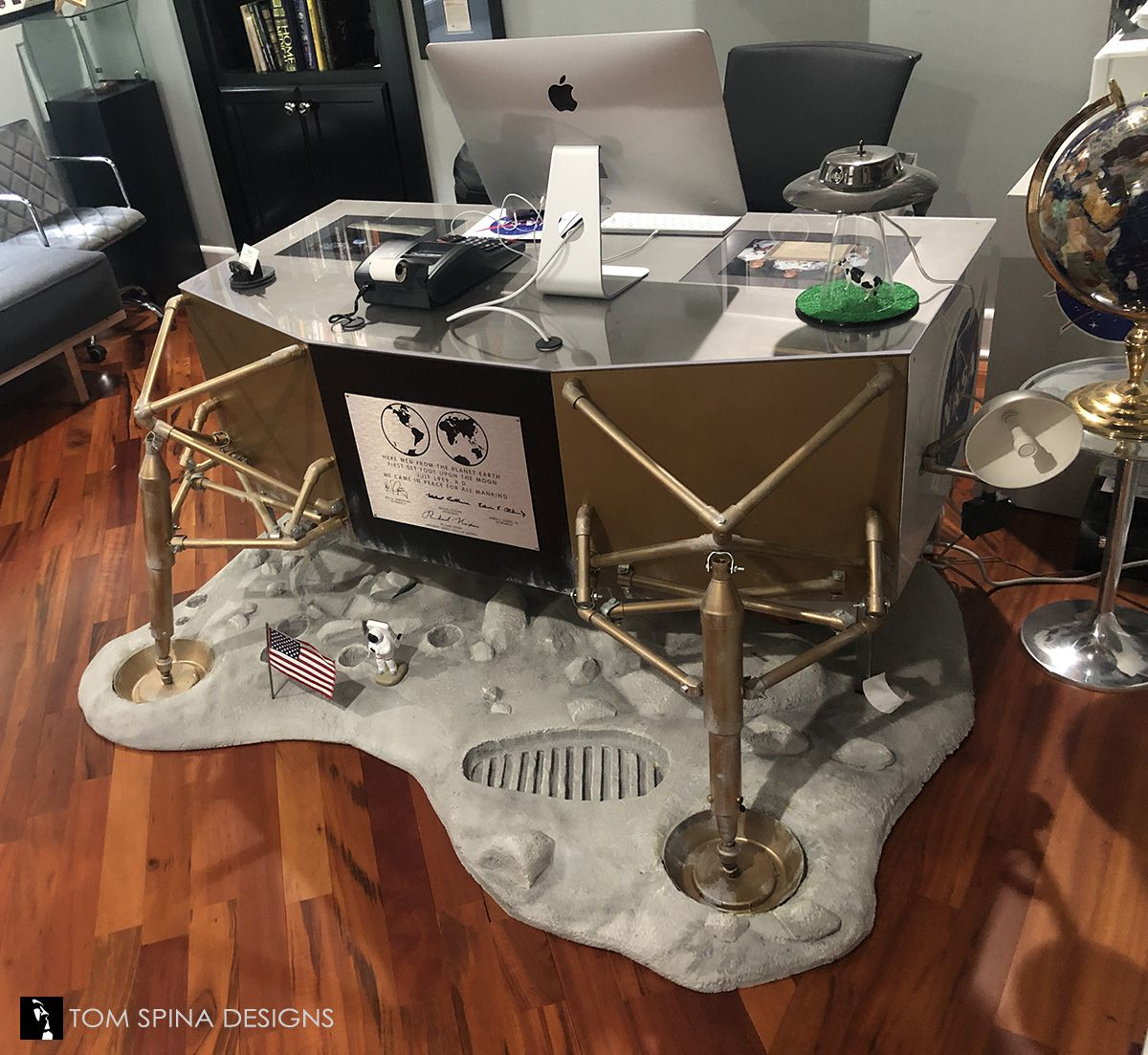 A desk made to look like the Apollo 11 lunar lander