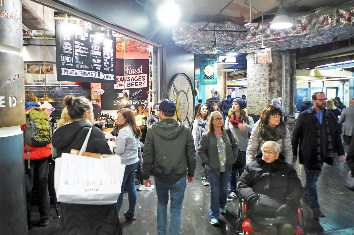 Crowds pass through the main concourse at Chelsea Market during a pre-pandemic year