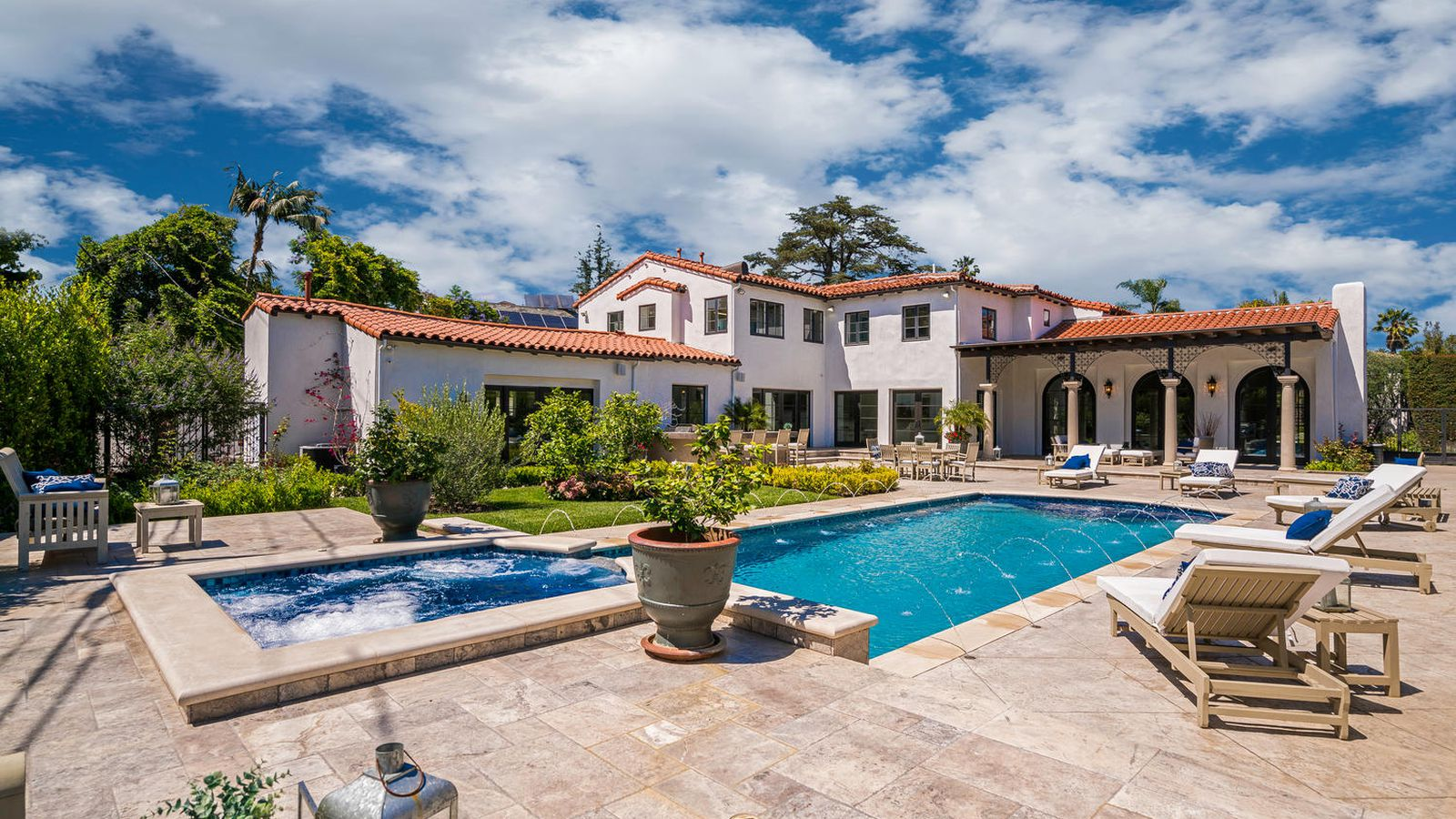 Spanish colonial style house where howard hughes crashed for New house in los angeles
