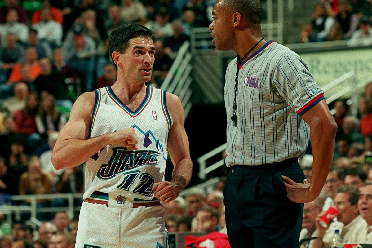 John stockton argues w/ref during play against the clippers at the delta center. 10/31/00. photo: michael brandy