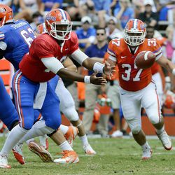 Florida quarterback Jacoby Brissett (12) pitches the ball during the Orange and Blue NCAA college football game in Gainesville, Fla., Saturday, April 7, 2012.