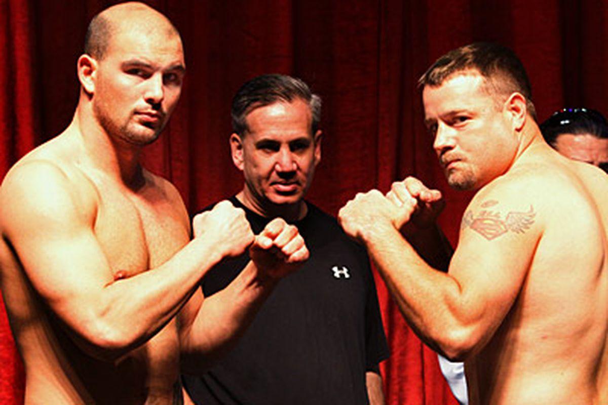 Tom Zbikowski vs. Blake Warner (Photo Credit: Top Rank)