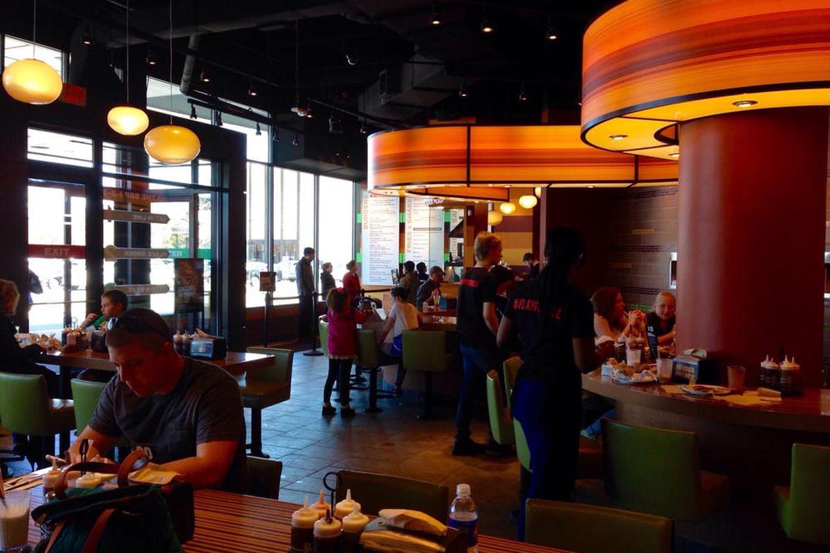 Bobby Flay S Burlington Burger Restaurant Closes Eater