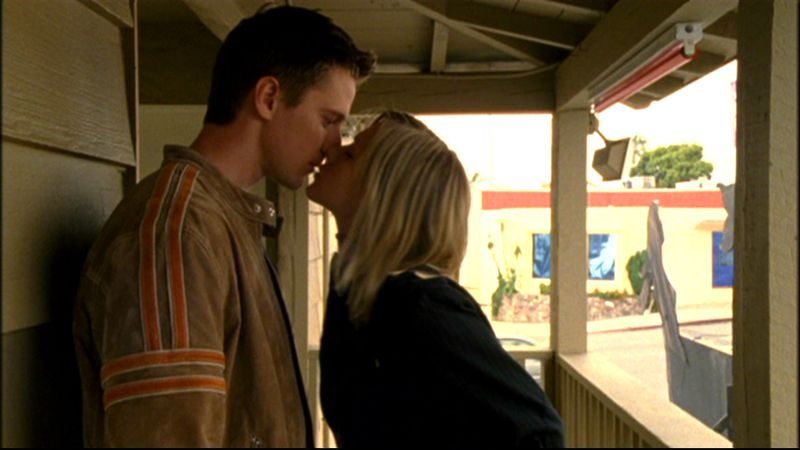 Logan (Jason Dohring) and Veronica (Kristen Bell) share their first kiss.