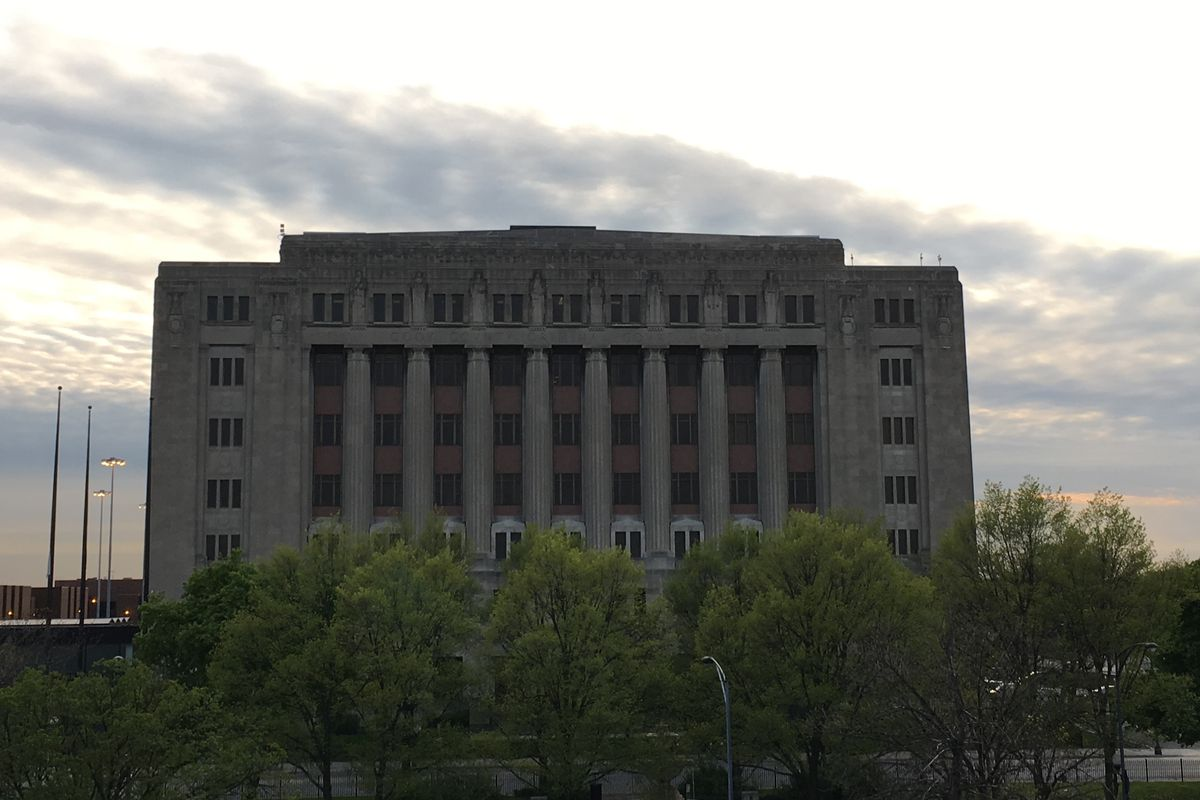 The Leighton Criminal Courthouse at 26th and California.
