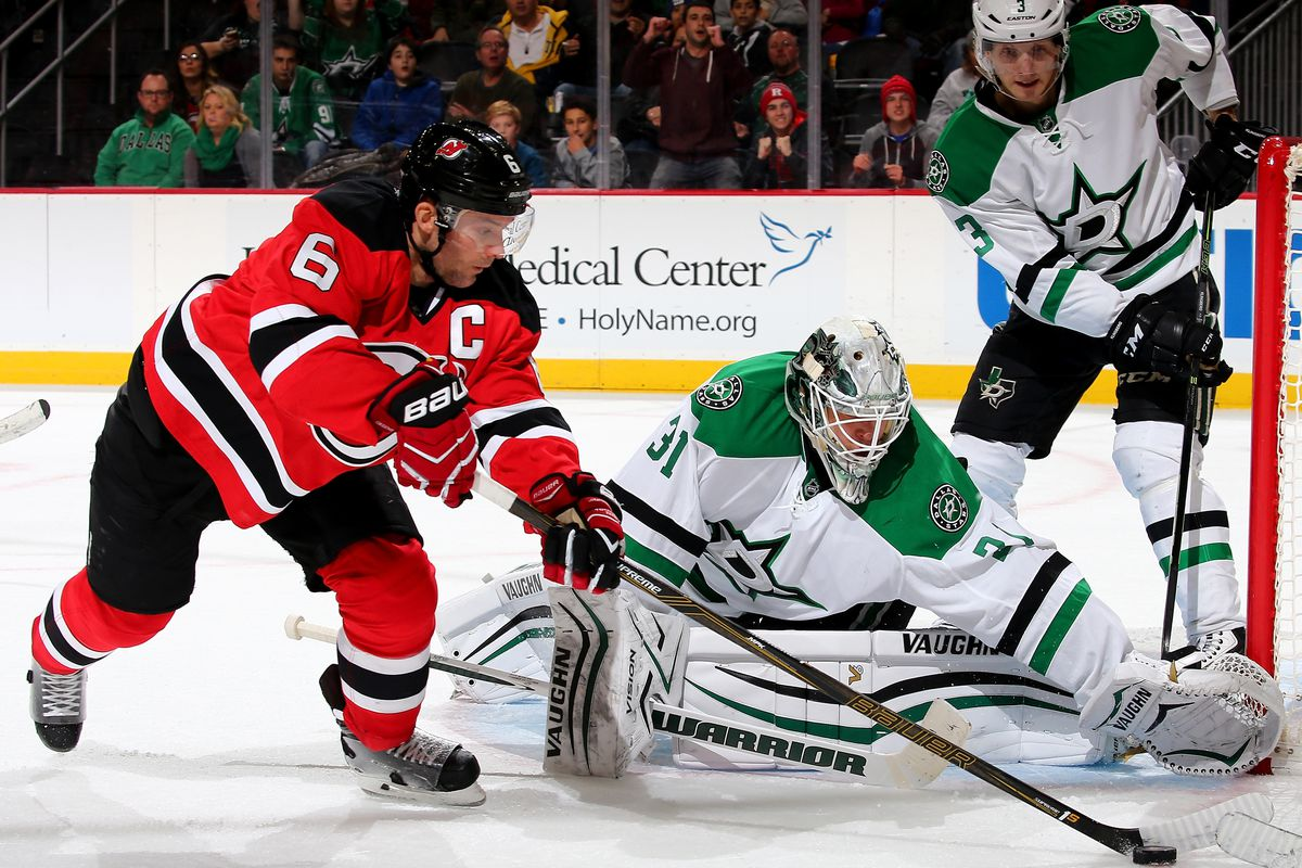 Tonight, Andy Greene will try to lead the Devils to victory against the Stars.