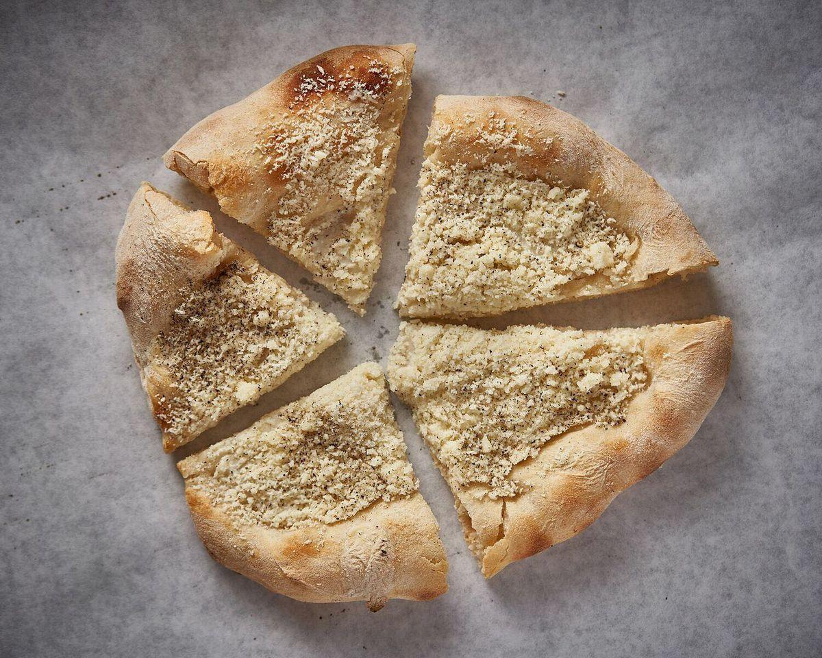 La Rossa's cacio e pepe pizza