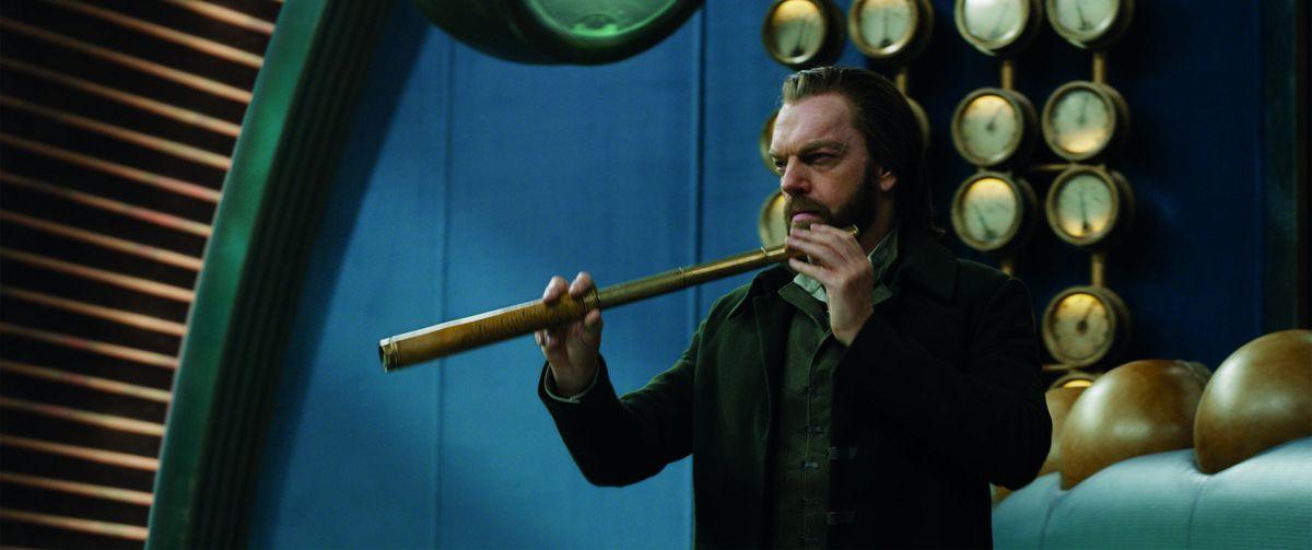 Hugo Weaving plays London mastermind Thaddeus Valentine in Mortal Engines.