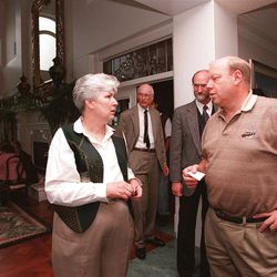 Larry H. Miller and wife Gail discuss 50th anniversary party plans for Miller's parents during the 1998 Finals.