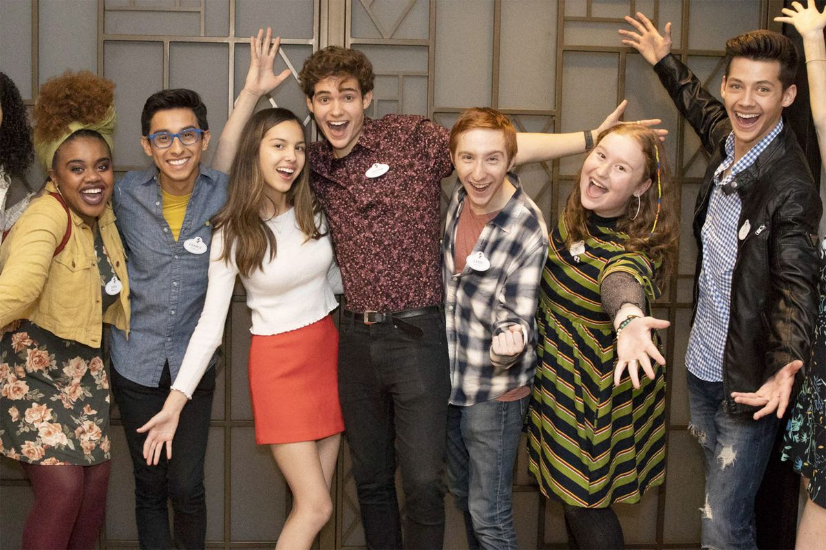 Le casting fait un grand groupe de jazz mains dans High School Musical: The Musical: The Series