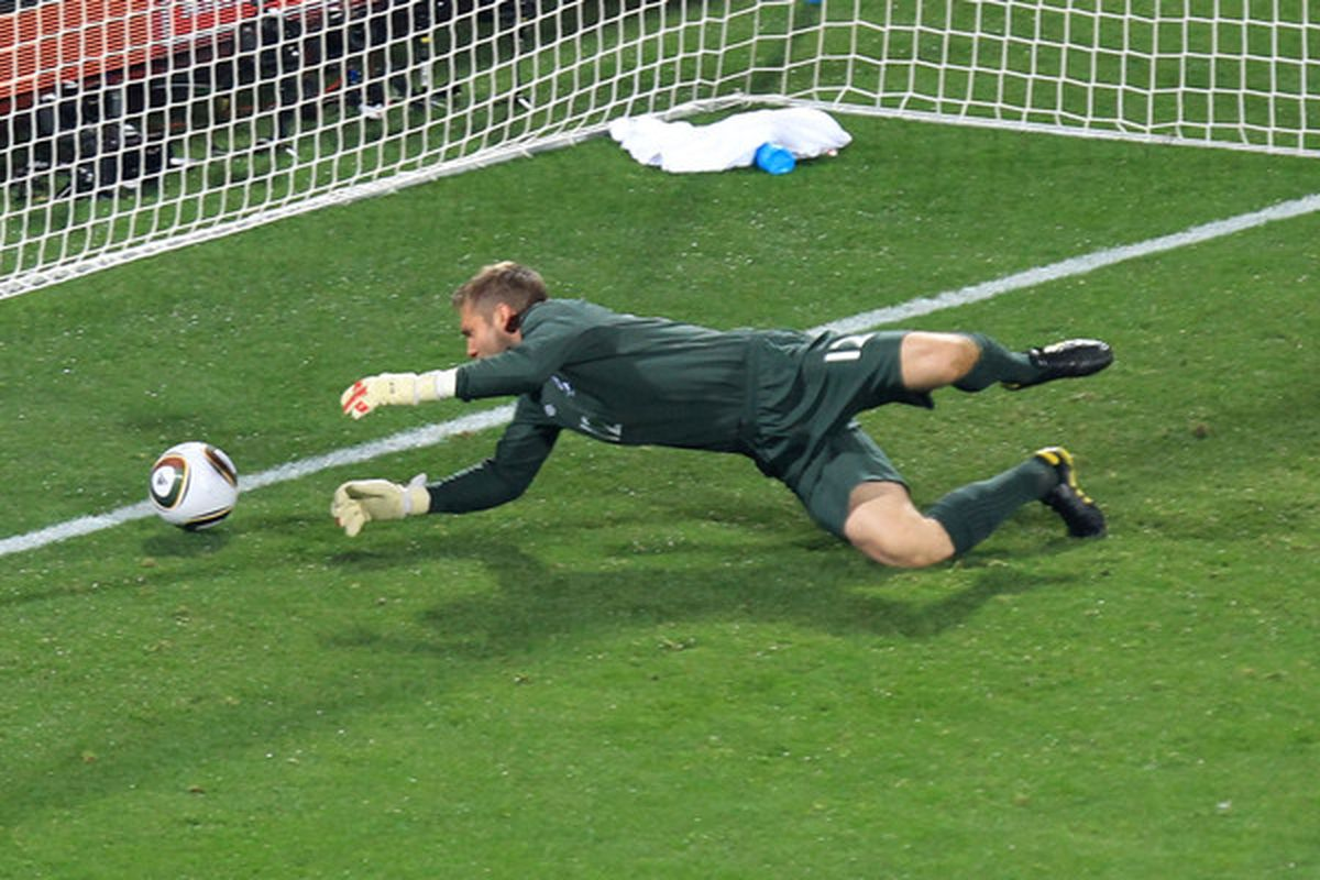 Robert Green lets goals in.  Just ask the US Men's National Team.