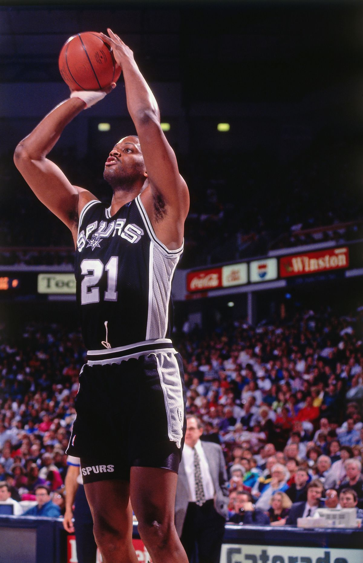 SACRAMENTO, CA - 1991: Sidney Green #21 of the San Antonio Spurs shoots against the Sacramento Kings circa 1991 at Arco Arena in Sacramento, California.