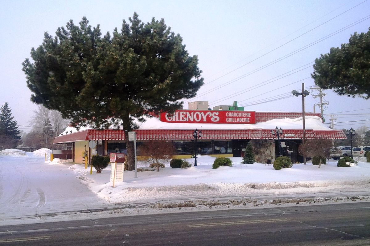 The decades-old Chenoy's on boul. Saint-Jean