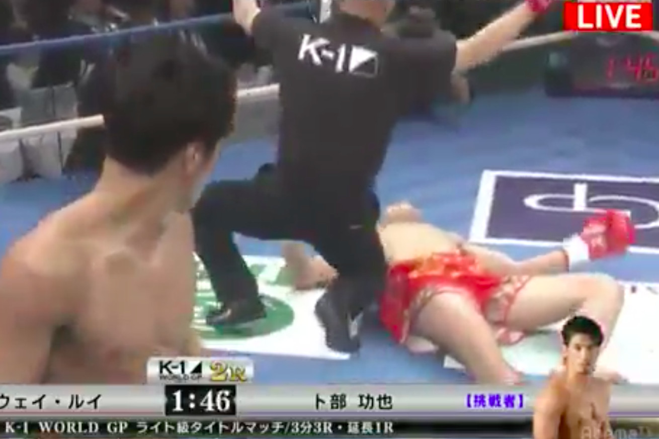 Koya Uraba walks off after knocking out Wei Rui