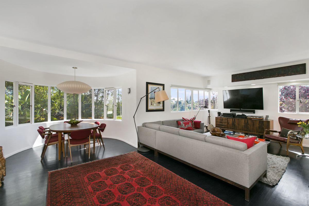 Glendale Streamline Moderne with outdoor oasis asks $1.3M - Curbed LA