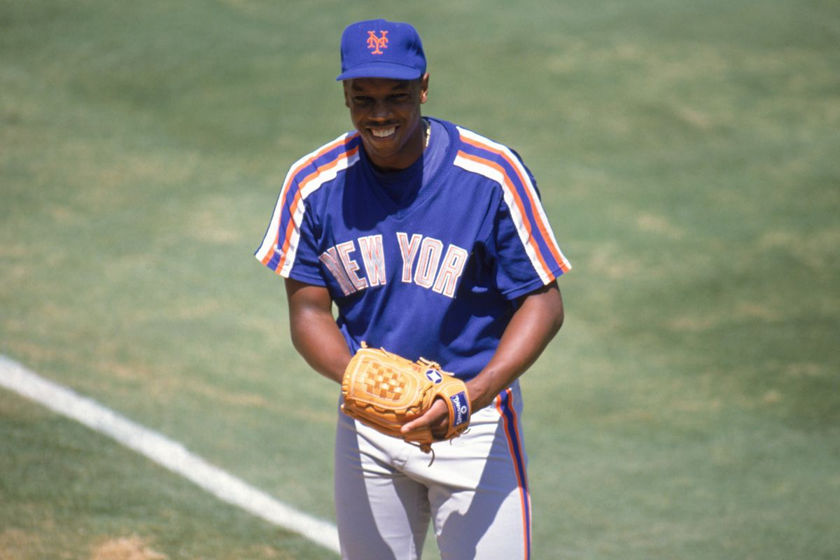 Dwight Gooden pitches