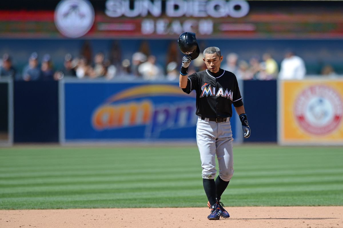 Ichiro pes Pete Rose's hit record with 2 hits in San Diego ...
