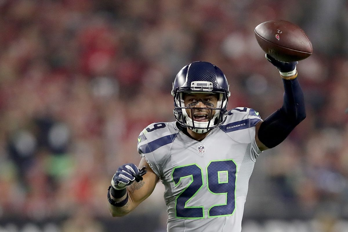 50224c1a3a9 Report: Cowboys remain a trade option for Seahawks safety Earl Thomas