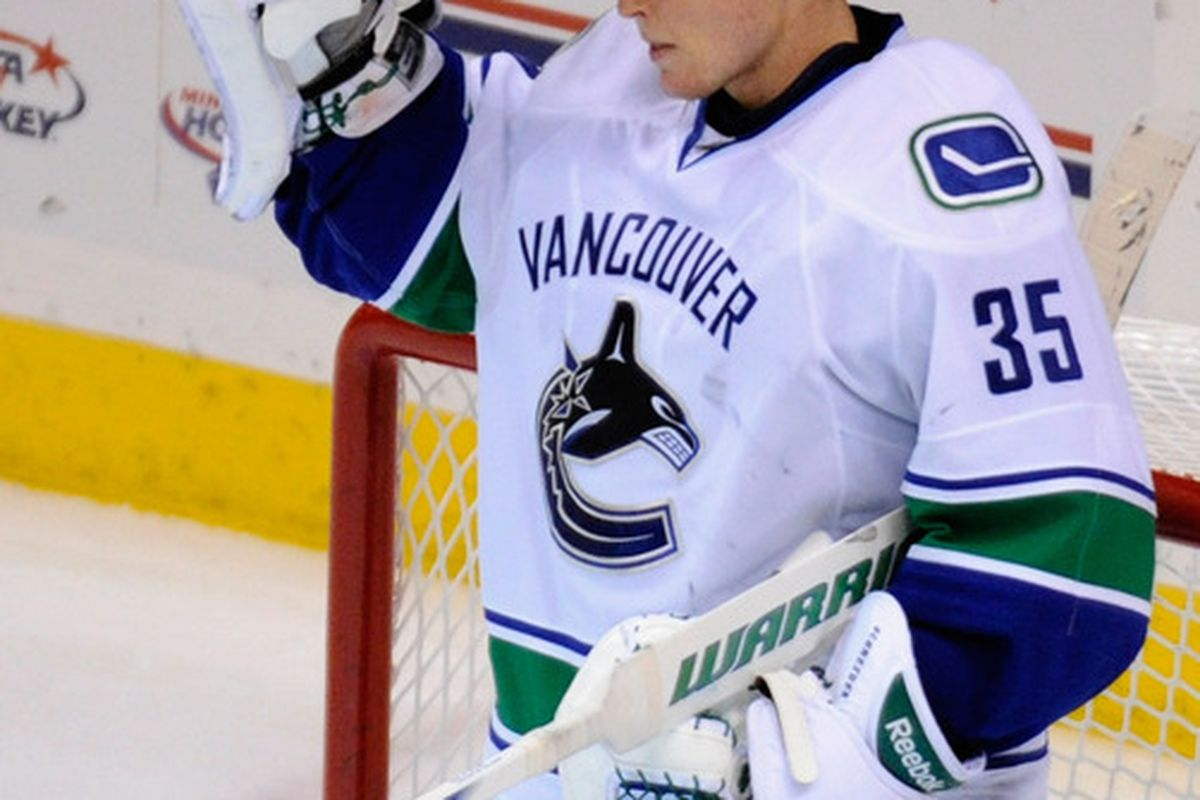 Cory 5chneider summons for Roberto LOLuongo. A word, please, sir?