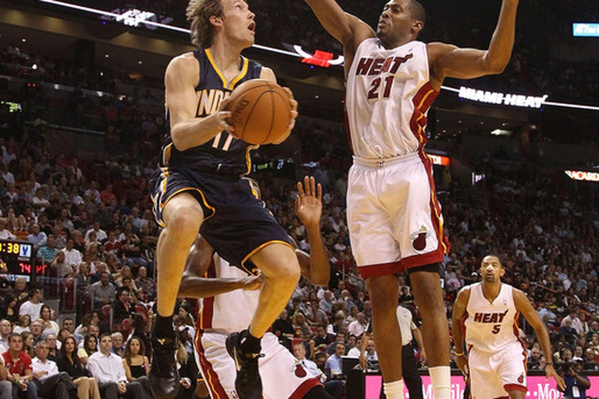 Mike Dunleavy is no longer thinking about his right knee while playing on the court.