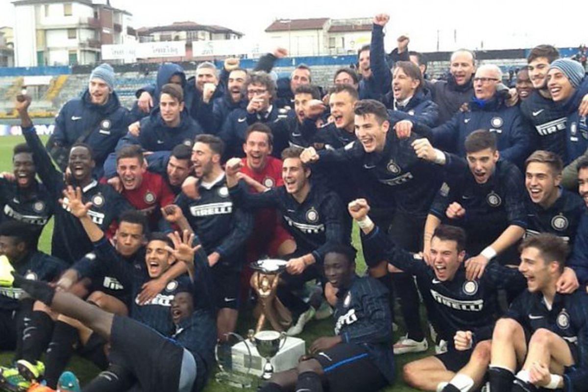 Inter Youth team celebrate the triumph in the 2015 Viareggio Cup