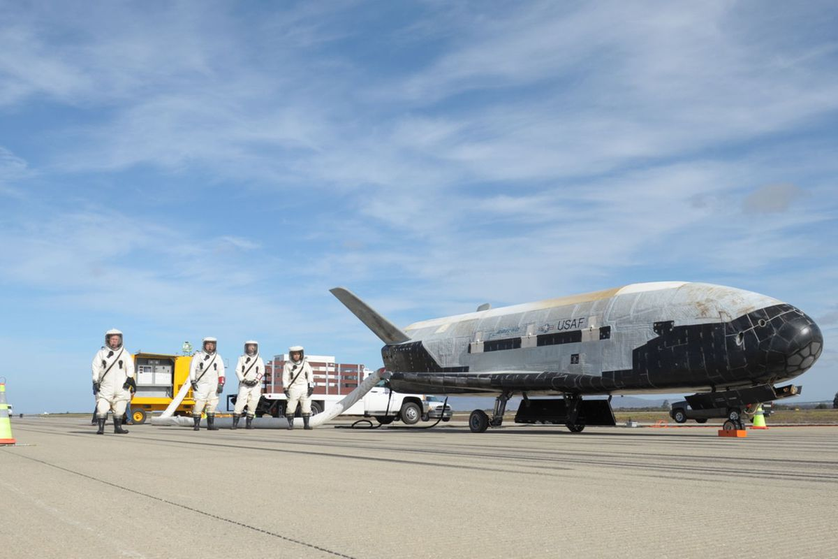 SpaceX launches Air Force's super-secret mini-shuttle