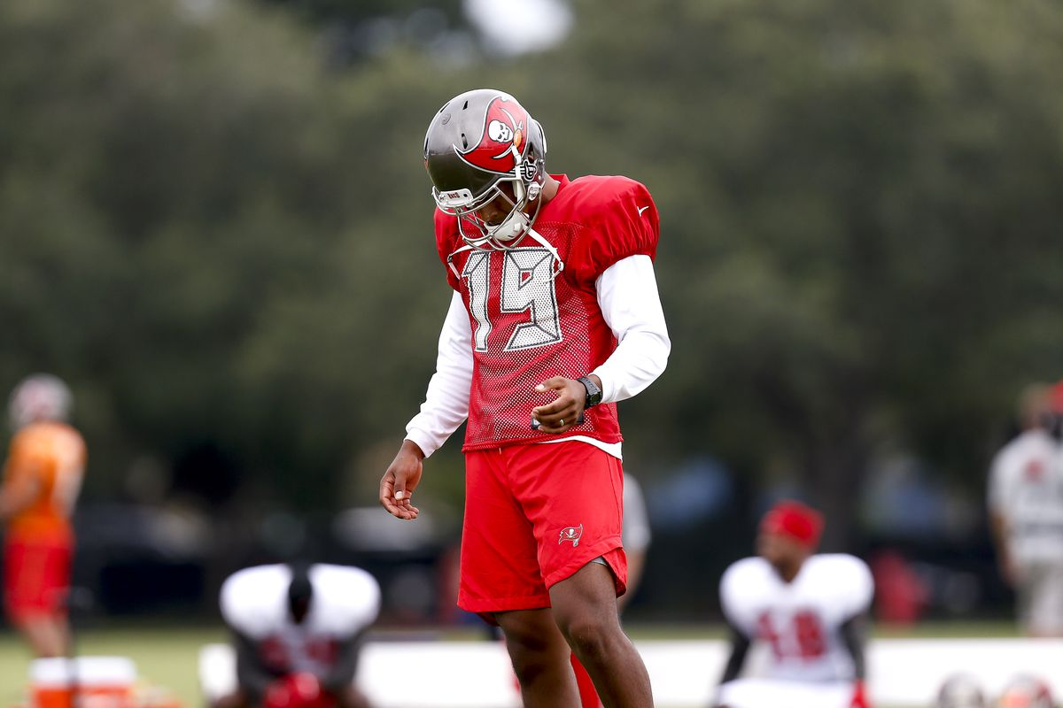 Former Florida State kicker Roberto Aguayo signs with Los Angeles Chargers