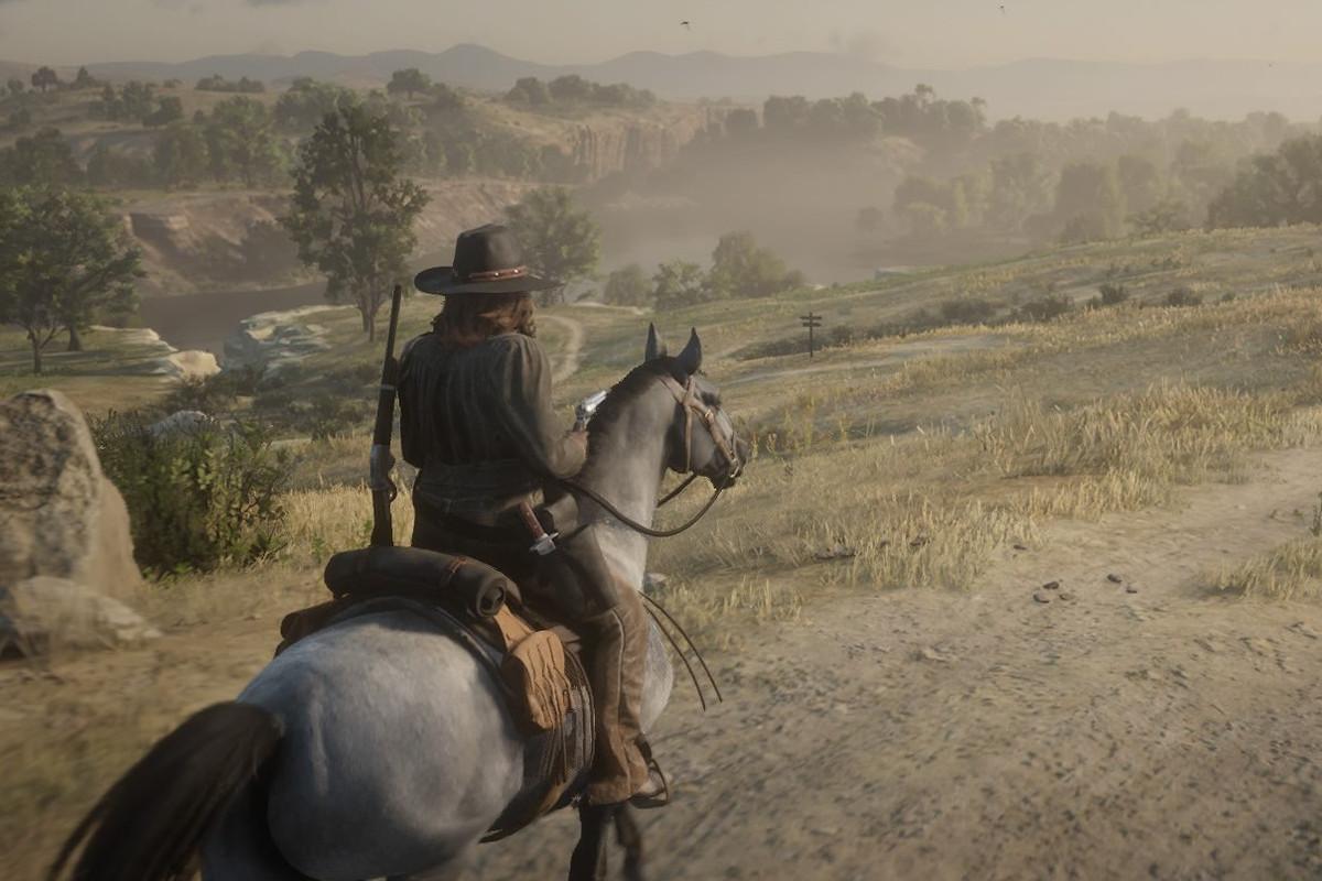 Red Dead Online - woman on horseback along dusty trail