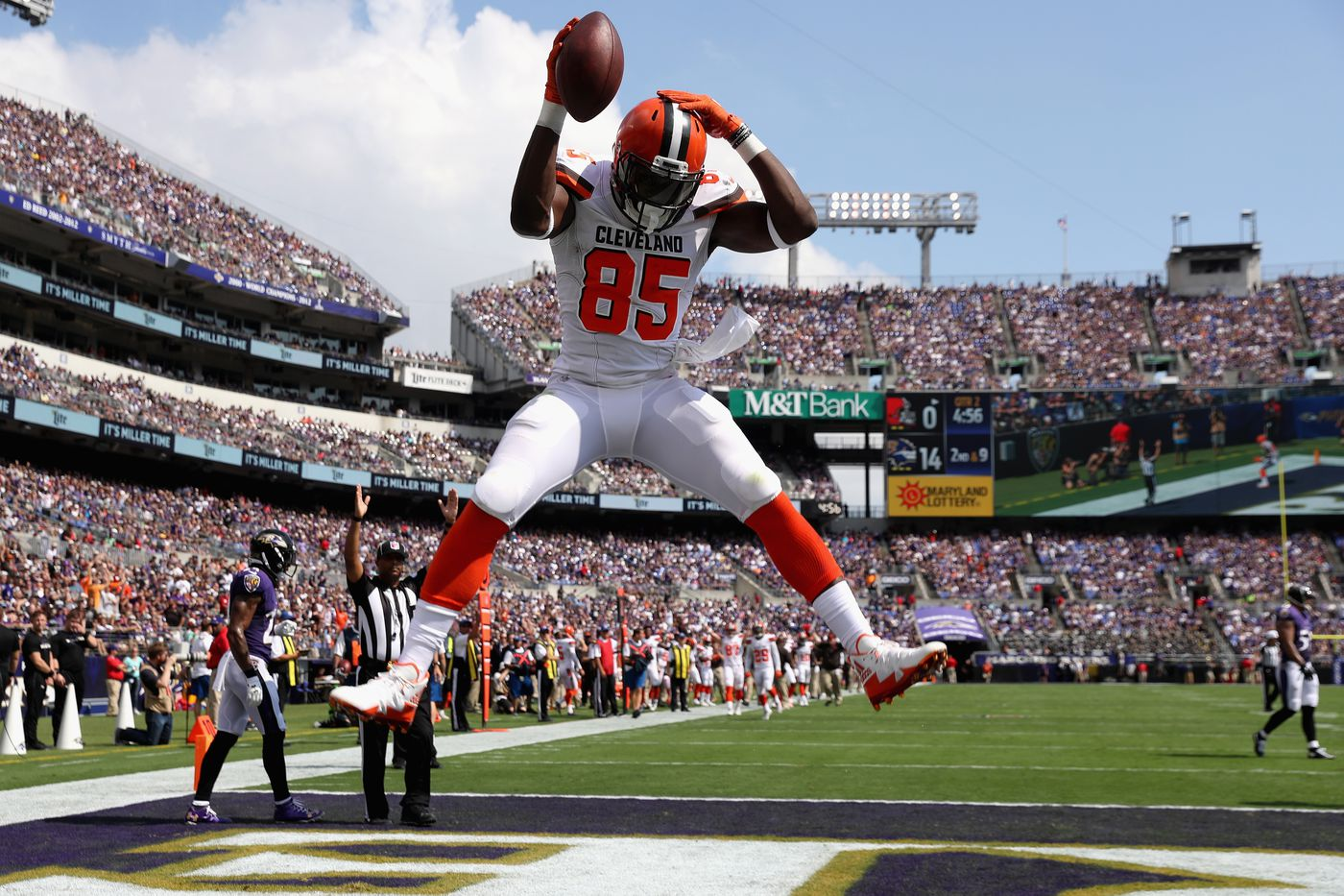 Cleveland Browns TE David Njoku is waging a lonely war