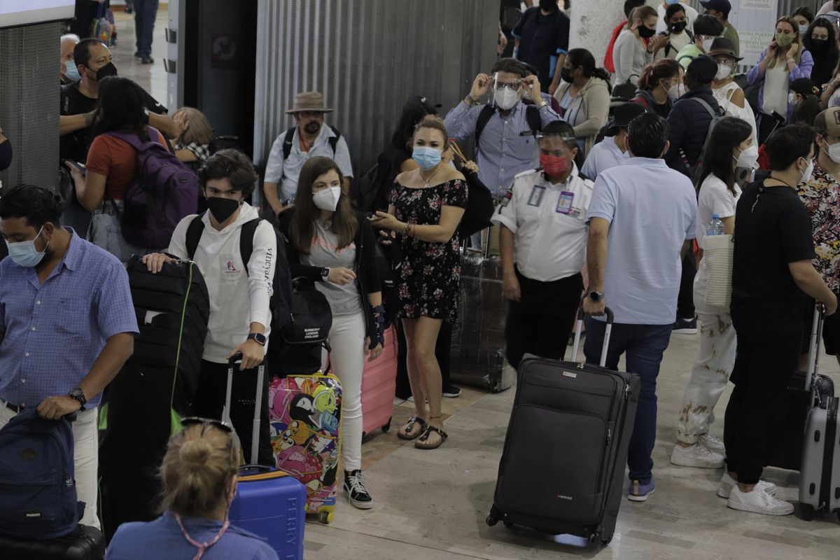 Travelers wait in security lines at Mexico airport
