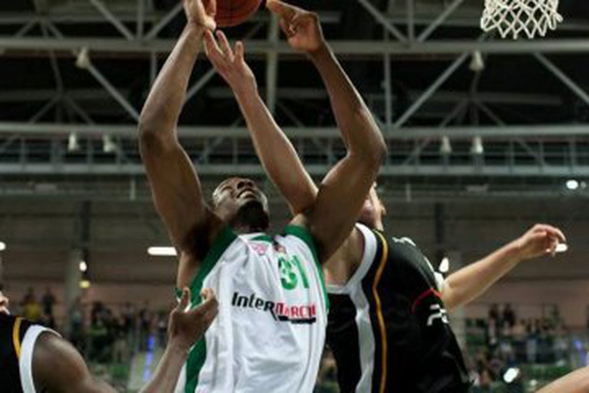 The 6-foot-9 power forward re-signed with Zastal Zielona Gora in Poland on Wednesday after averaging 16.4 points and 11.8 rebounds per game in 8 games during the NBA lockout.