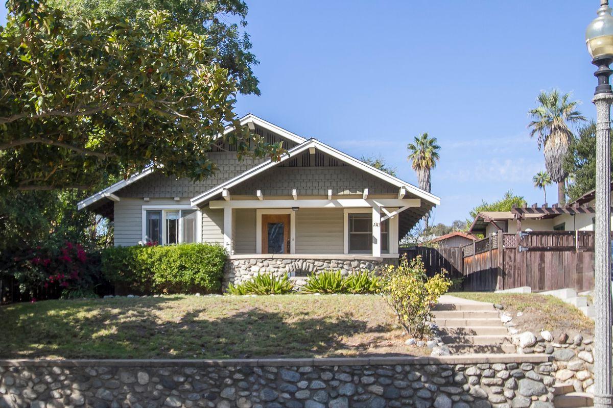 Vintage little pasadena craftsman asks 599k curbed la for Pasadena craftsman homes