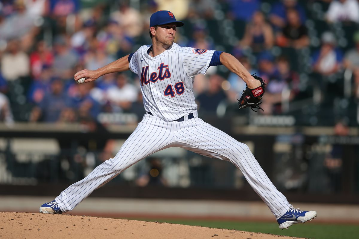 New York Mets starting pitcher Jacob deGrom (48) pitches against the Atlanta Braves during the third inning at Citi Field.