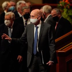 President Henry B. Eyring, second counselor in the First Presidency of The Church of Jesus Christ of Latter-day Saints, waves toward the audience as he exits after the Saturday evening session of the 191st Semiannual General Conference of The Church of Jesus Christ of Latter-day Saints at the Conference Center in Salt Lake City on Saturday, Oct. 2, 2021.