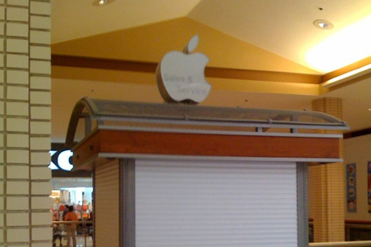 """Image via <a href=""""http://thelifevicarious.typepad.com/the_life_vicarious/2009/04/is-newport-centre-mall-housing-the-future-of-the-apple-store.html"""">The Life Vicarious</a>"""
