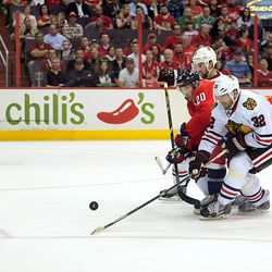 Brouwer Tries to Fight Through Defenders