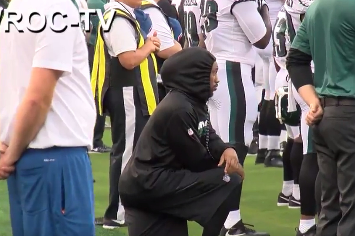 16319fad4661f Ron Brooks kneels during national anthem before Eagles-Bills game ...