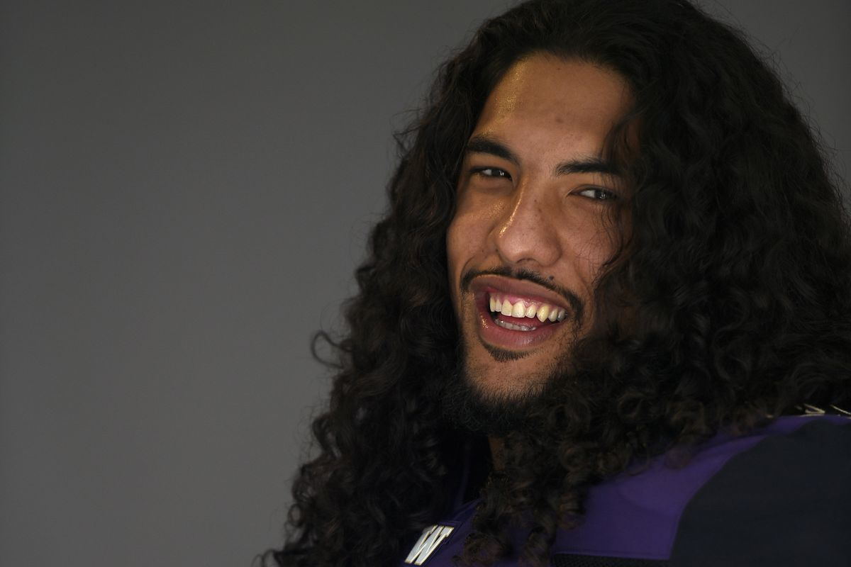 Hau'oli Kikaha is one of the nation's top returning sack men.