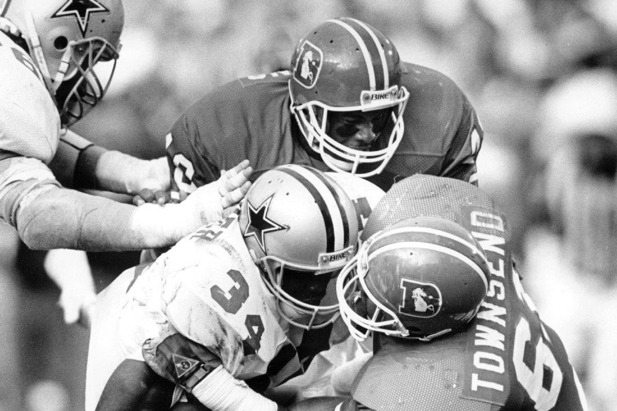 OCT 6 1986; Football - Denver Broncos (Action); Andre Townsend and Randy Robbins stop Herschel Walke