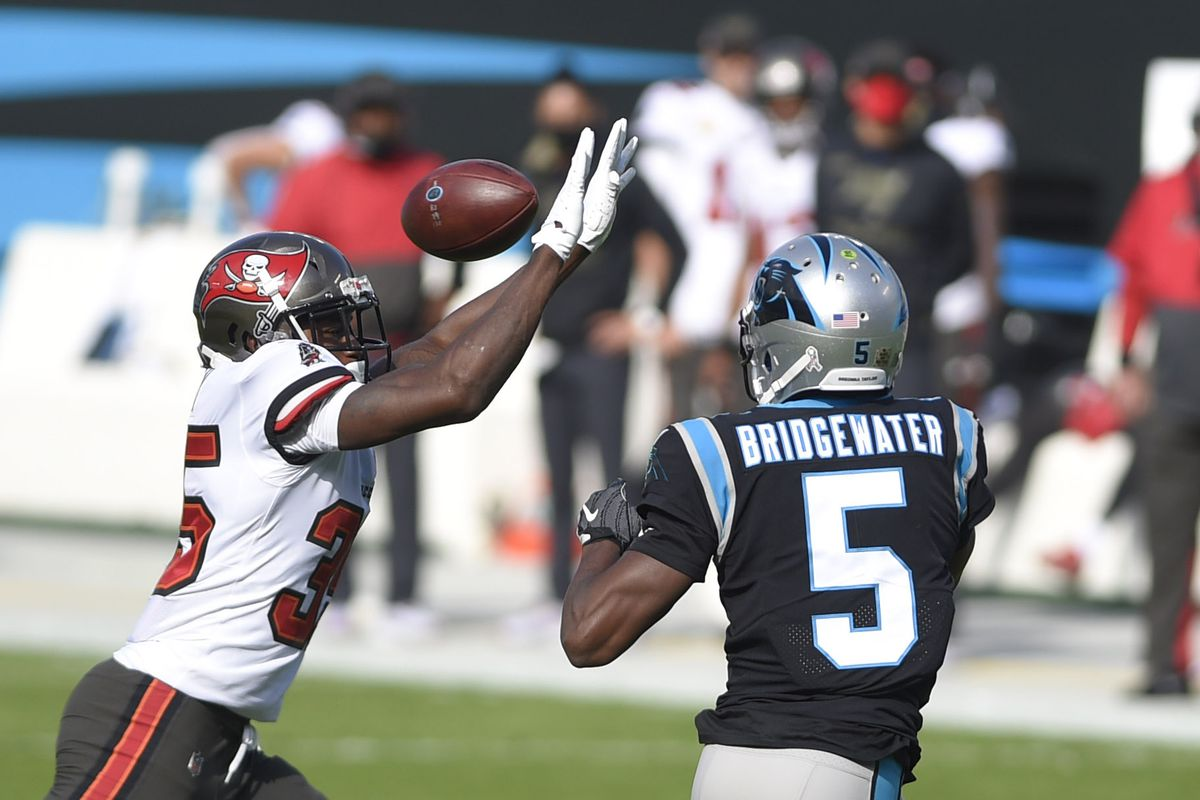 Carolina Panthers quarterback Teddy Bridgewater passes the ball as Tampa Bay Buccaneers linebacker Chapelle Russell pressures in the first quarter at Bank of America Stadium.