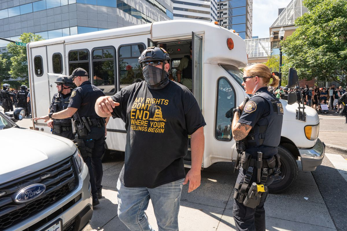 A Proud Boys leader ushers far right protesters onto a bus...