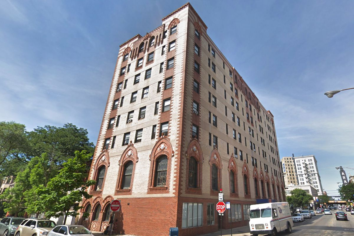 Single-room-occupancy hotel in Uptown due for a makeover