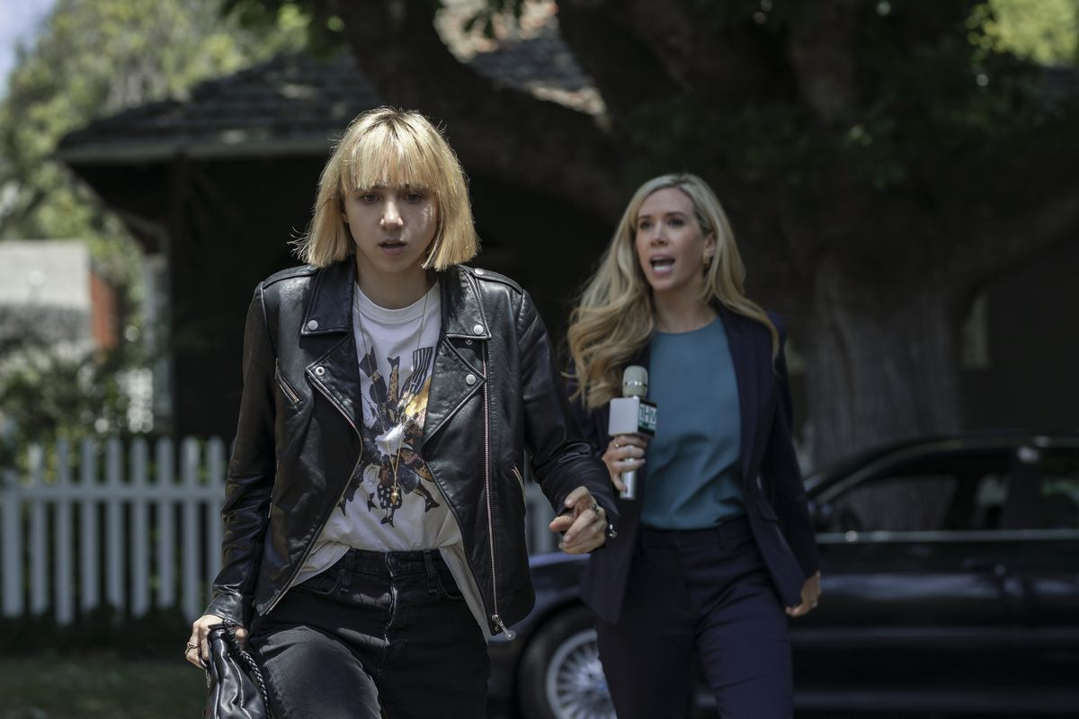 Clickbait: Zoe Kazan storms off from a reporter