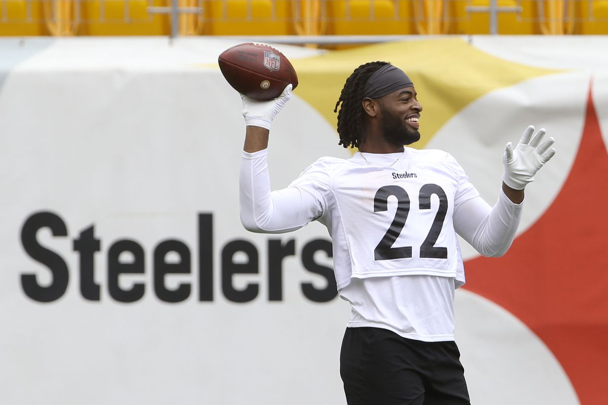 Pittsburgh Steelers running back Najee Harris participates in drills during minicamp held at Heinz Field.