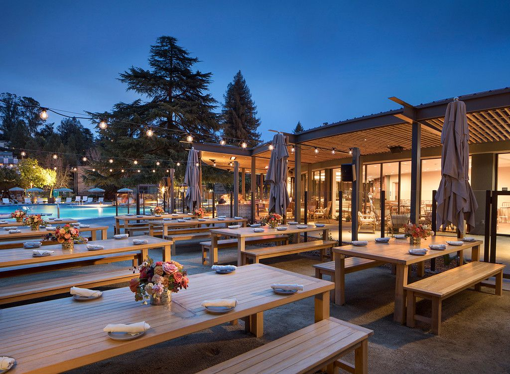 Outdoor dining at Lazeaway Club