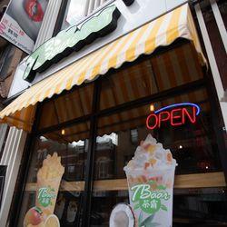TBaar restaurant in the Chinatown neighborhood.    Colin Boyle/Sun-Times