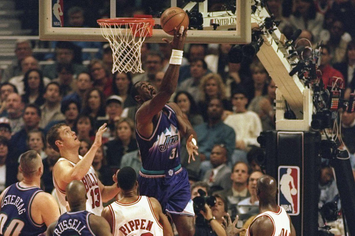 27f6bab61e4 Cleveland Cavaliers LeBron James likes Utah Jazz great Karl Malone ...